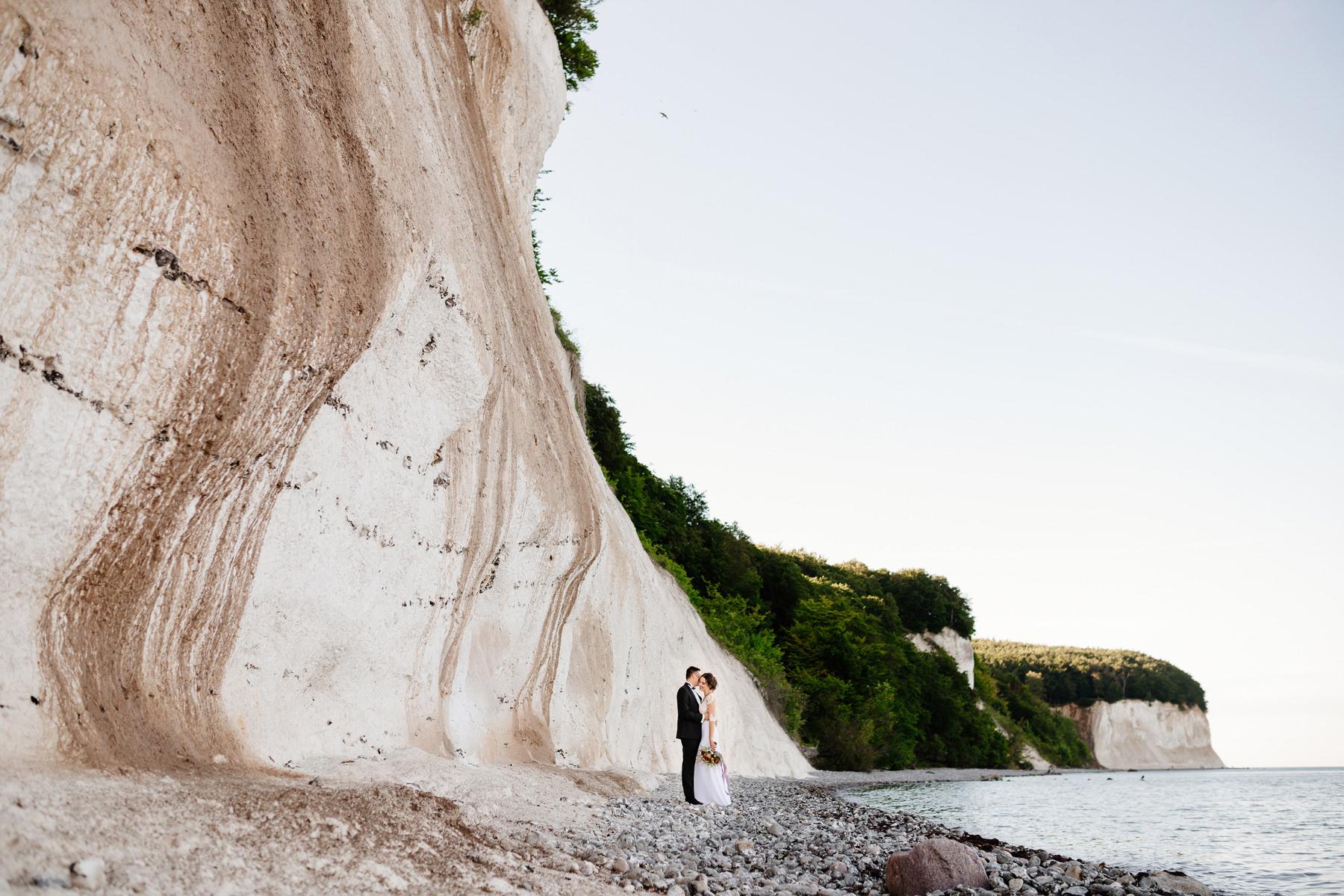 sesja ślubna nad morzem inspiracje zdjęcia