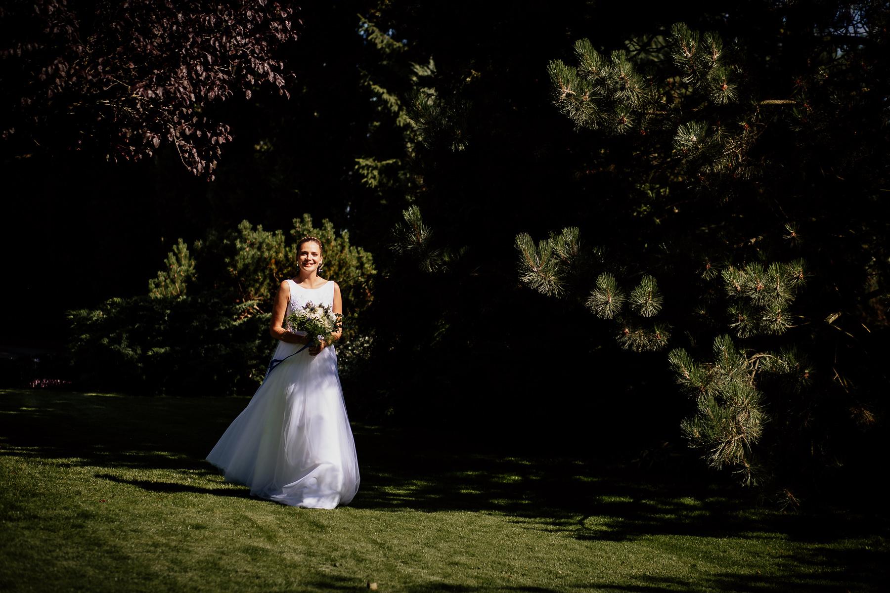 biała wstążka ślub plenerowy panna młoda