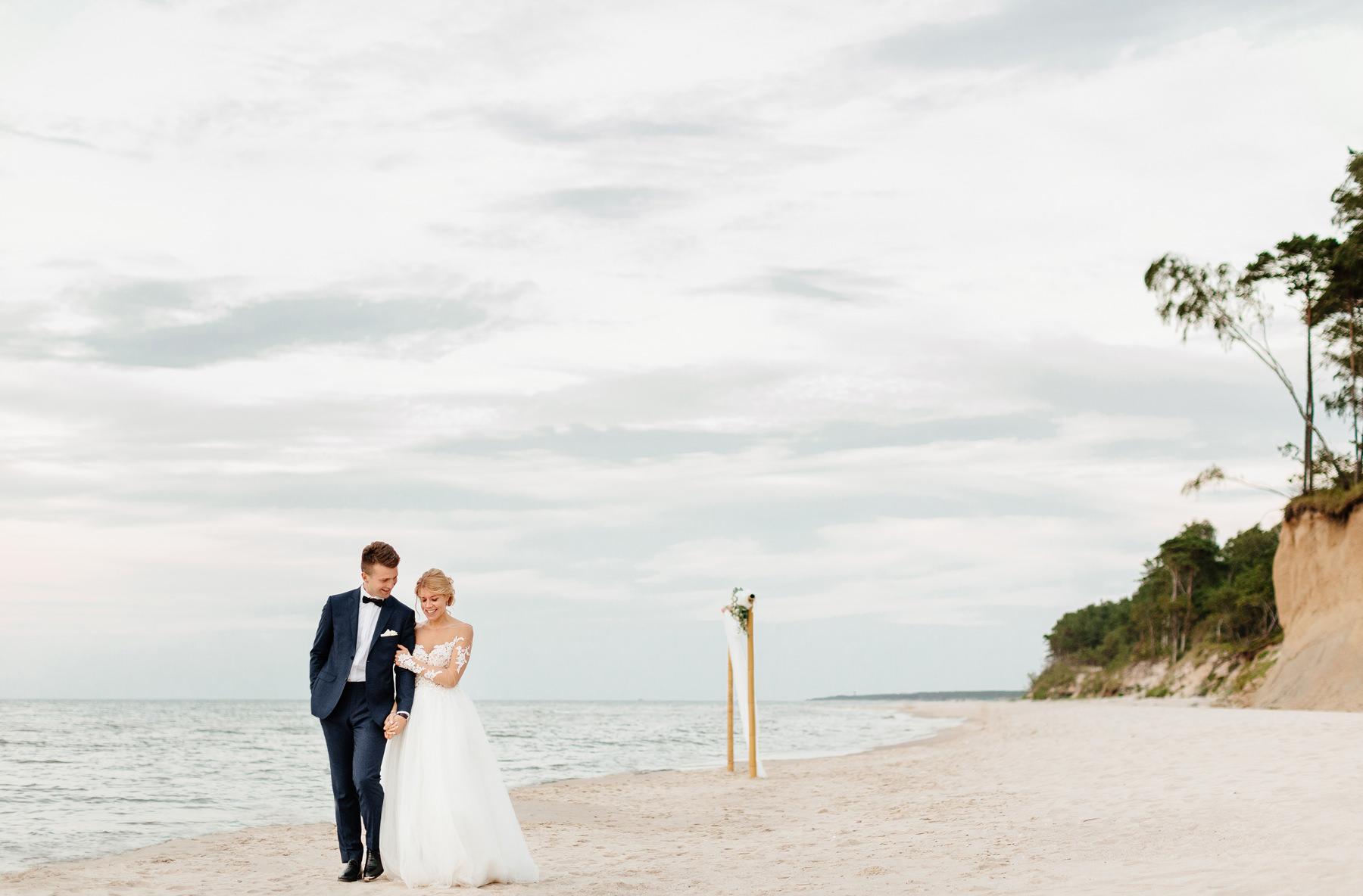 ślub nad morzem jak zorganizować