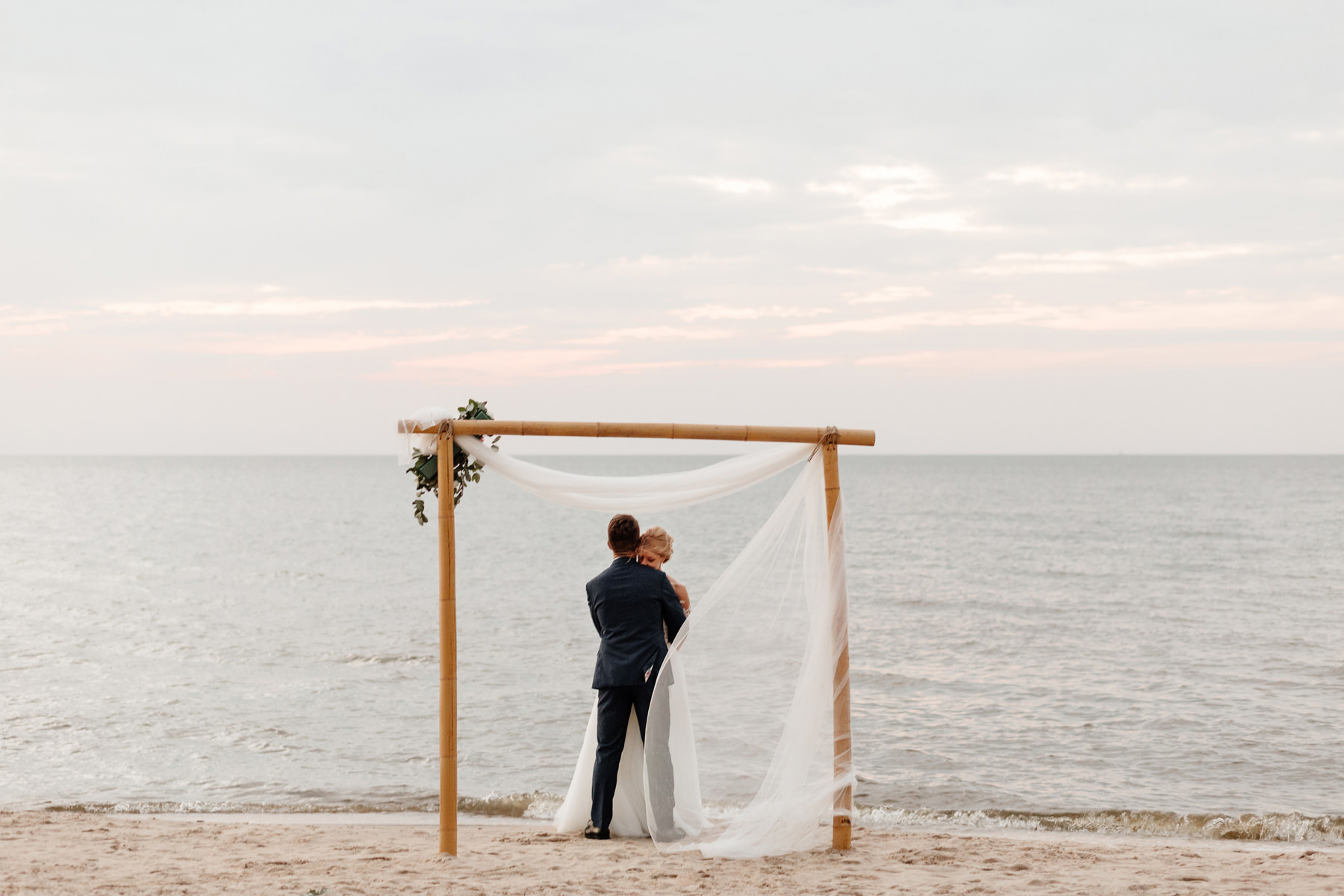 jak zorganizować ślub w plenerze nad morzem