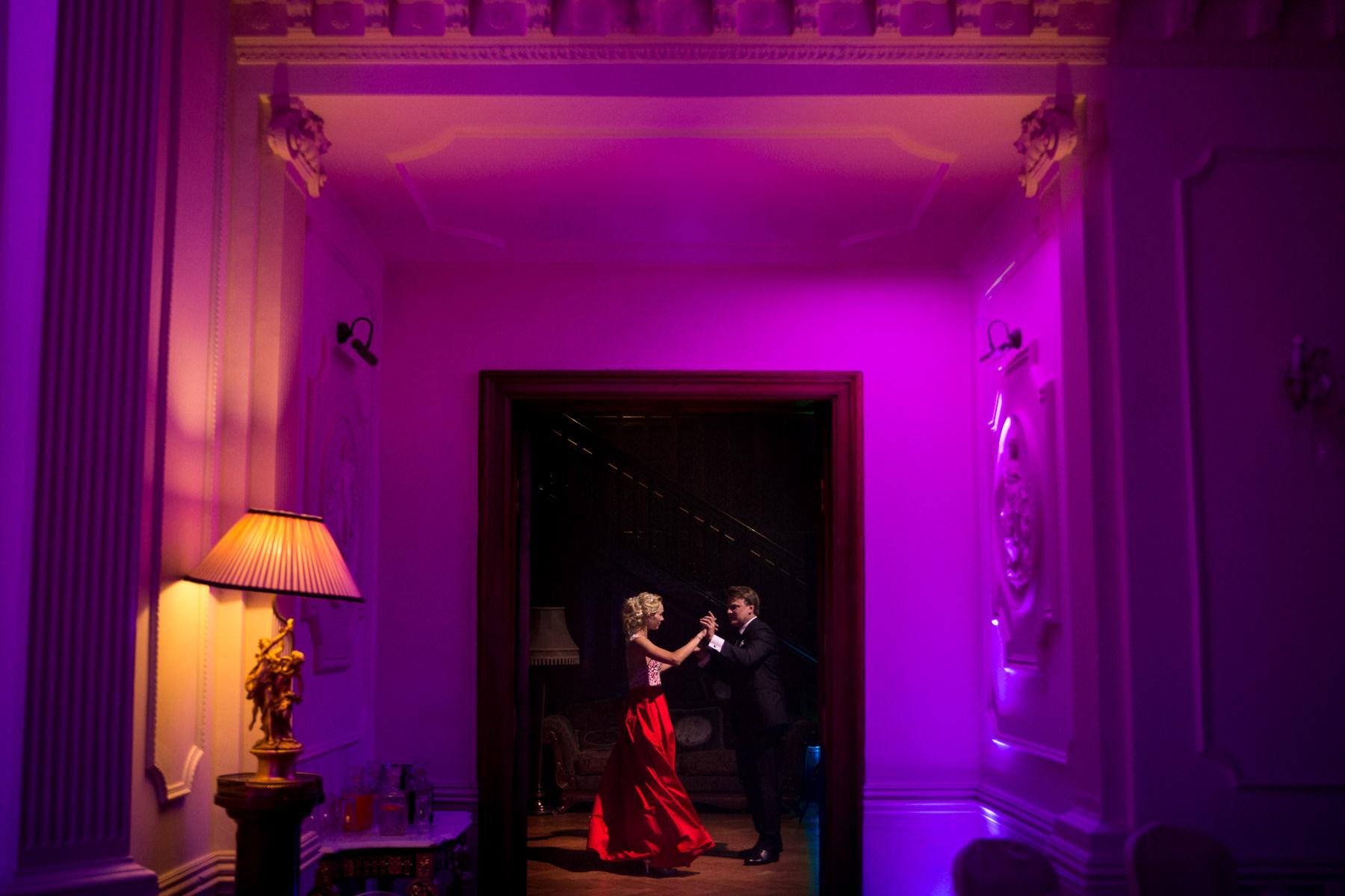 czerwona suknia ślubna inspiracje