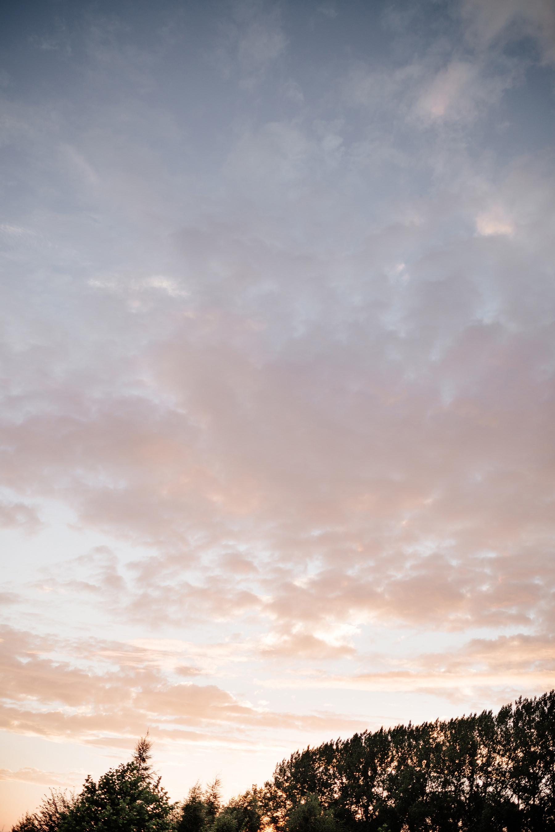 zachód słońca na ślubie