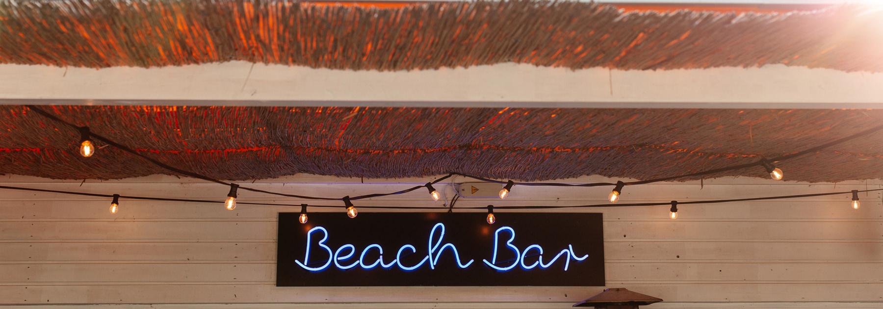 bar przy plaży nad morzem