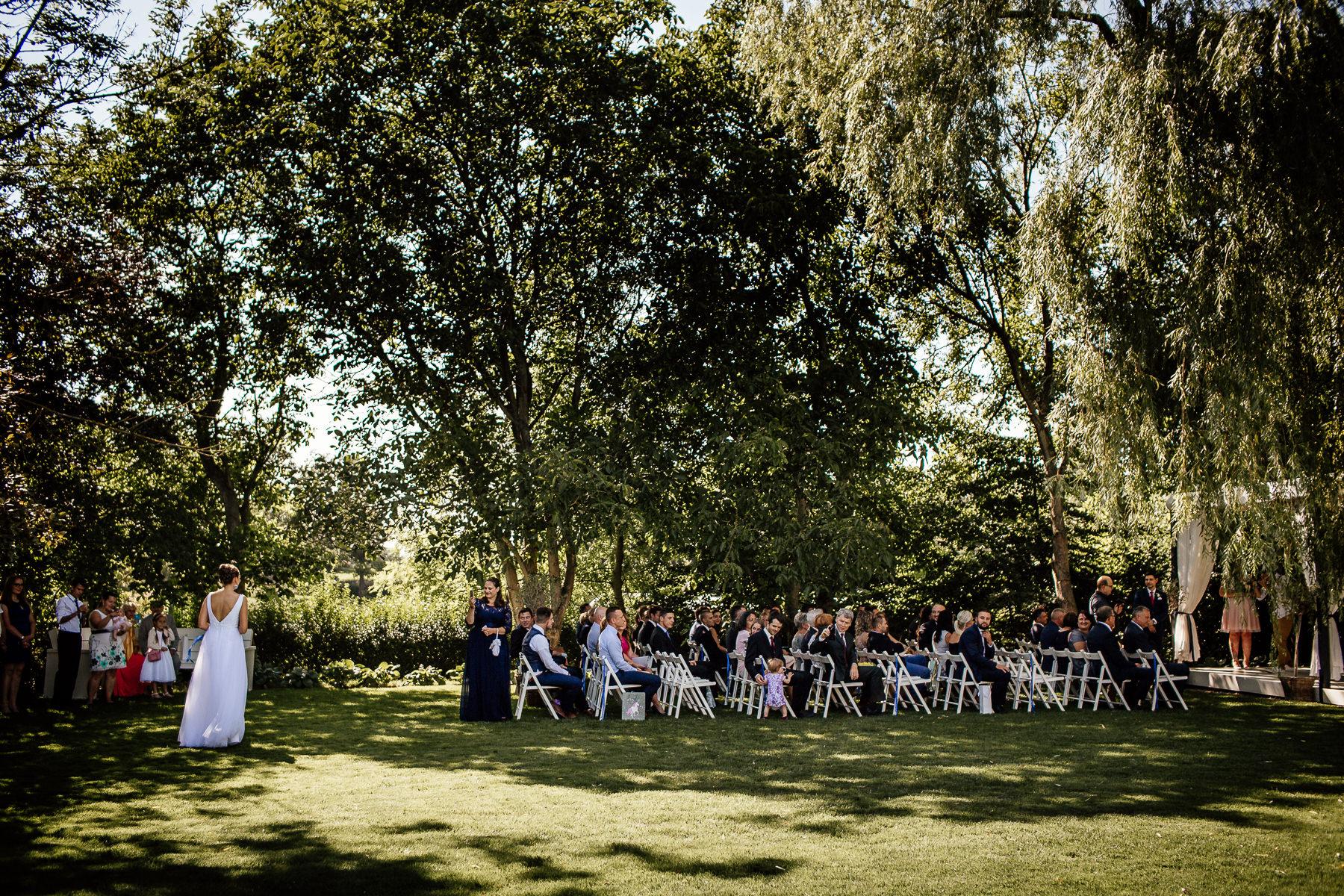 biała wstążka naturalny ślub w plenerze