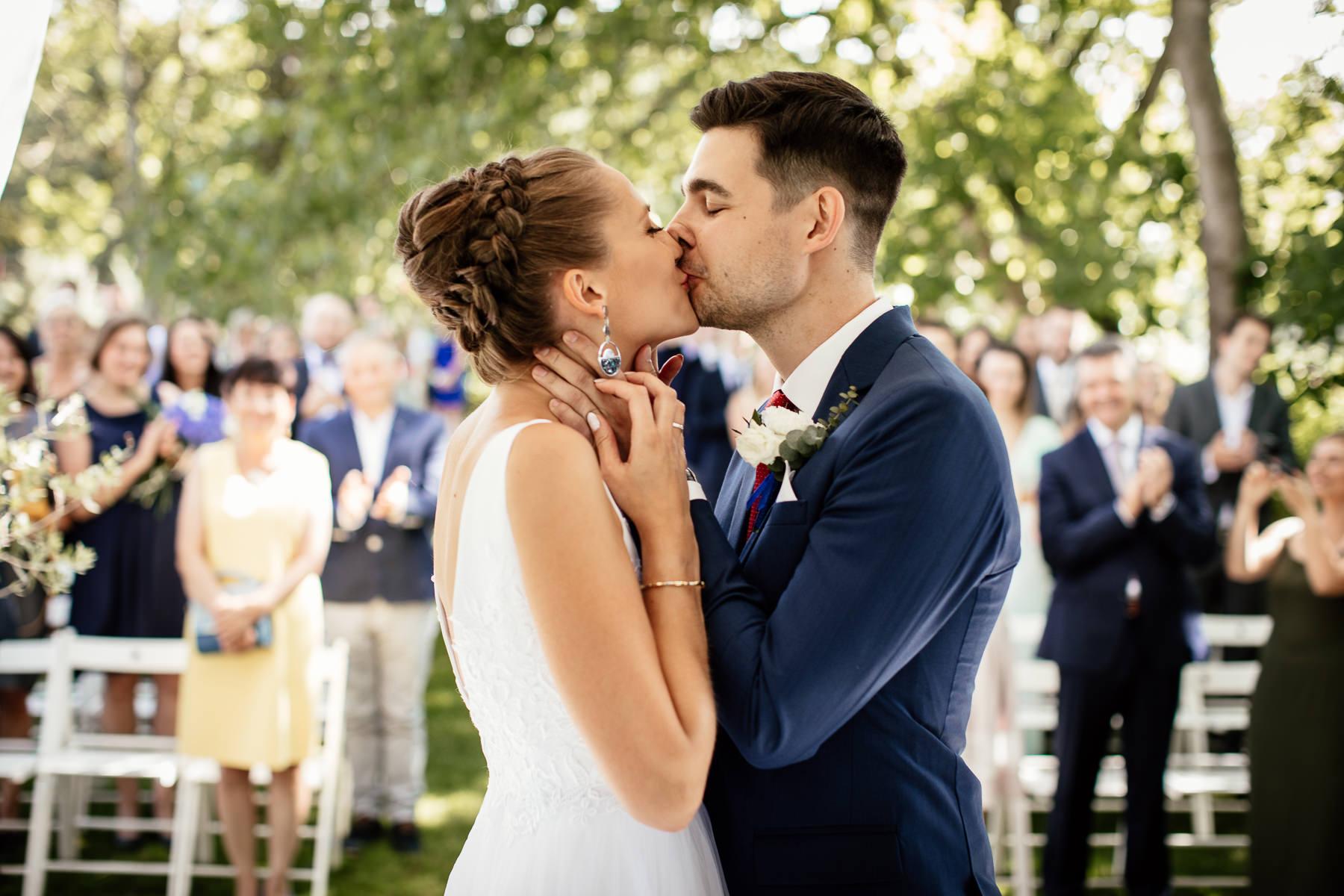 biała wstążka ślub plenerowy ceremonia