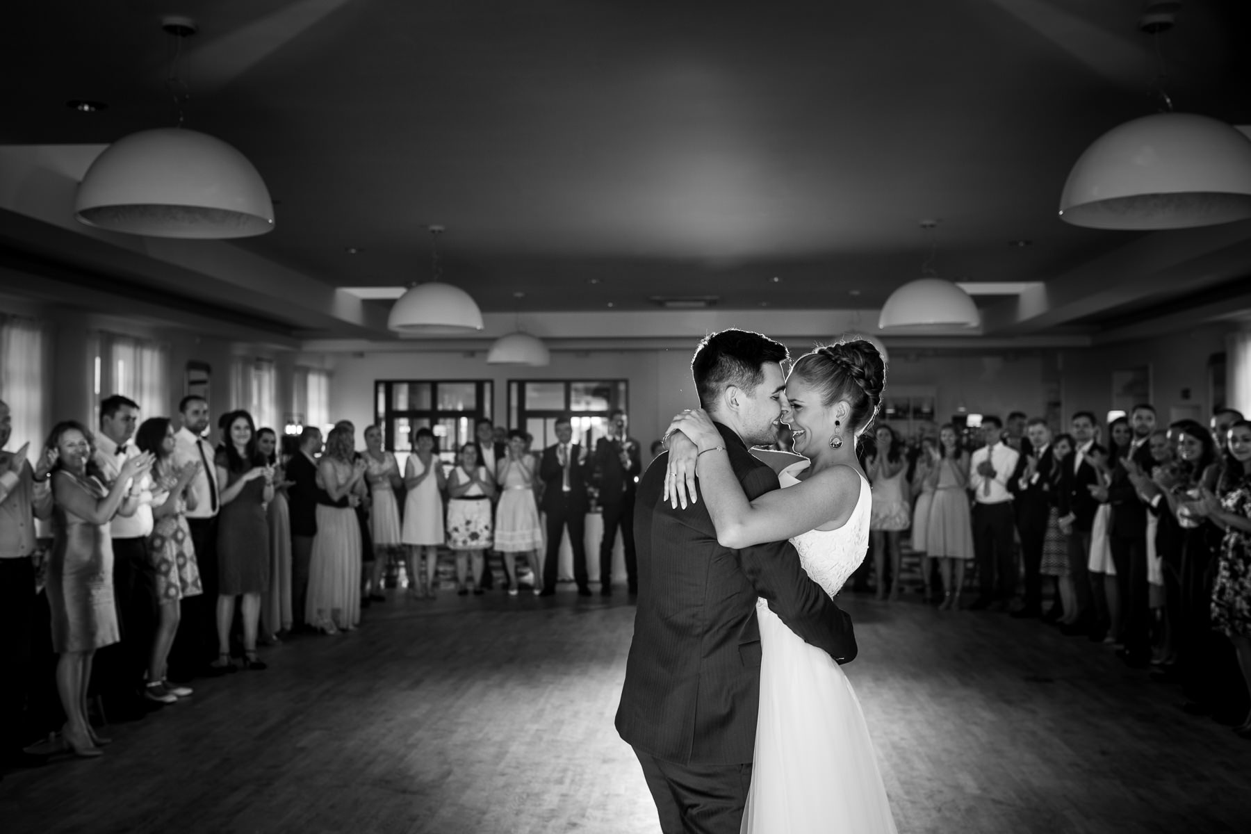biała wstążka wesele zabawa