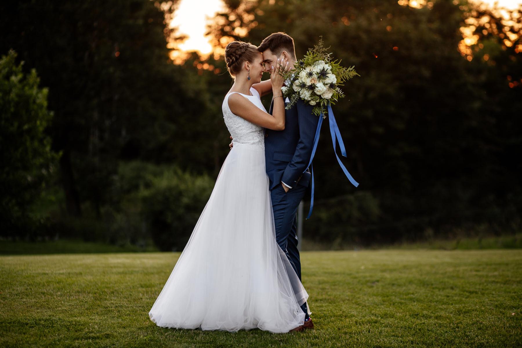 mini sesja w dniu ślubu biała wstążka