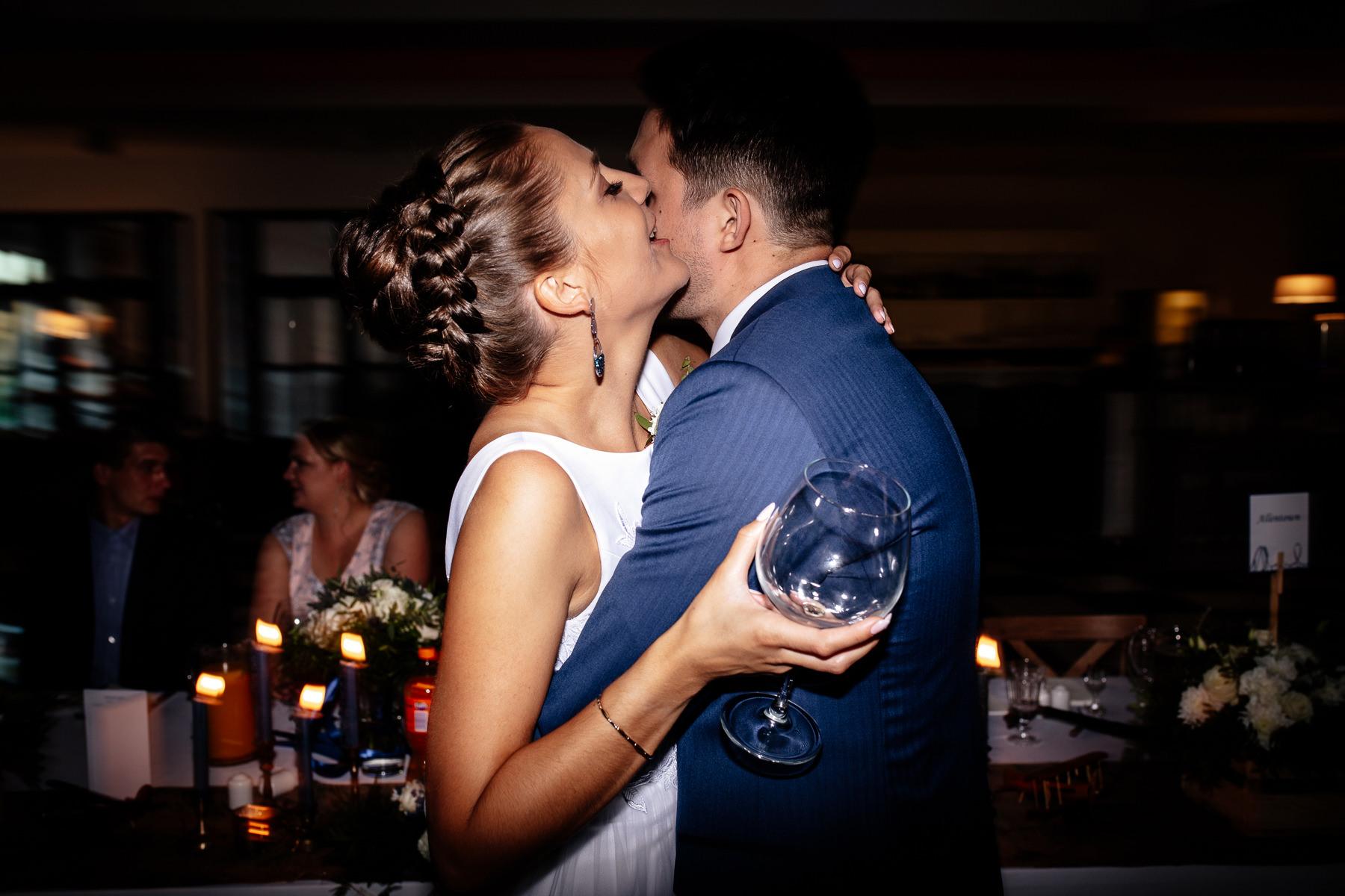 biała wstążka wesele zabawa zdjęcia