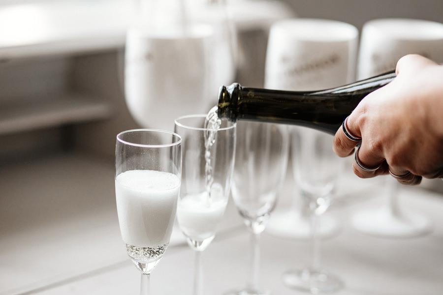 szampan w dniu ślubu