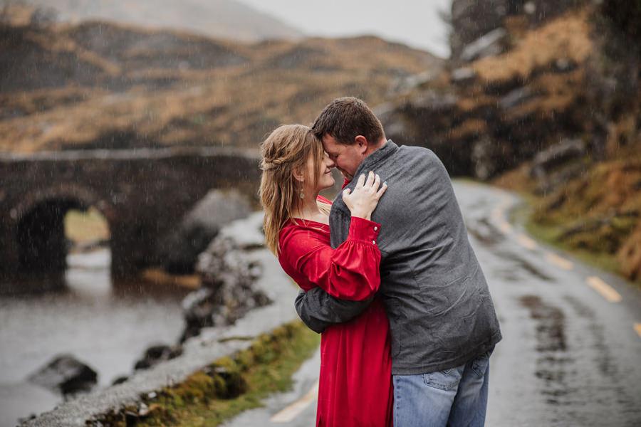 sesja ślubna w irlandii, sesja ślubna w deszczu