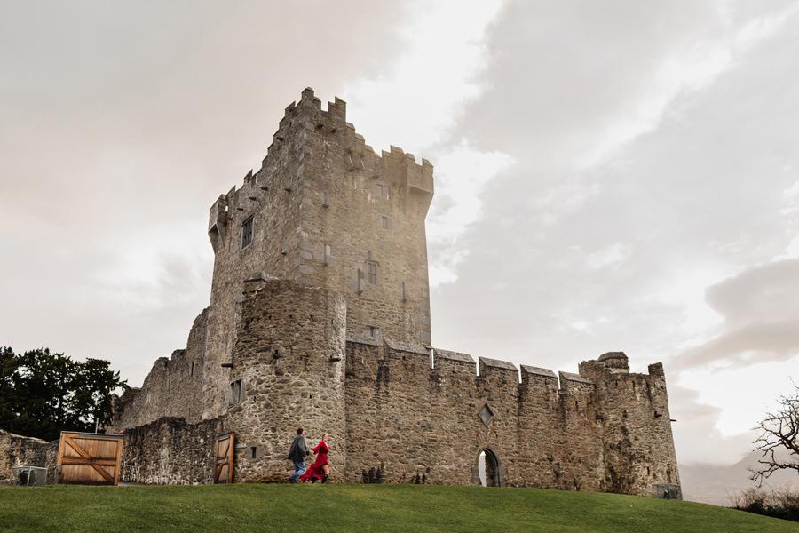 zamek ross killarney irlandia, sesja ślubna w deszczu