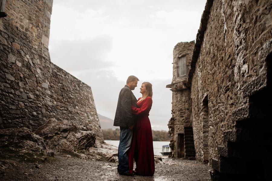 sesja ślubna w irlandii, sesja w deszczu