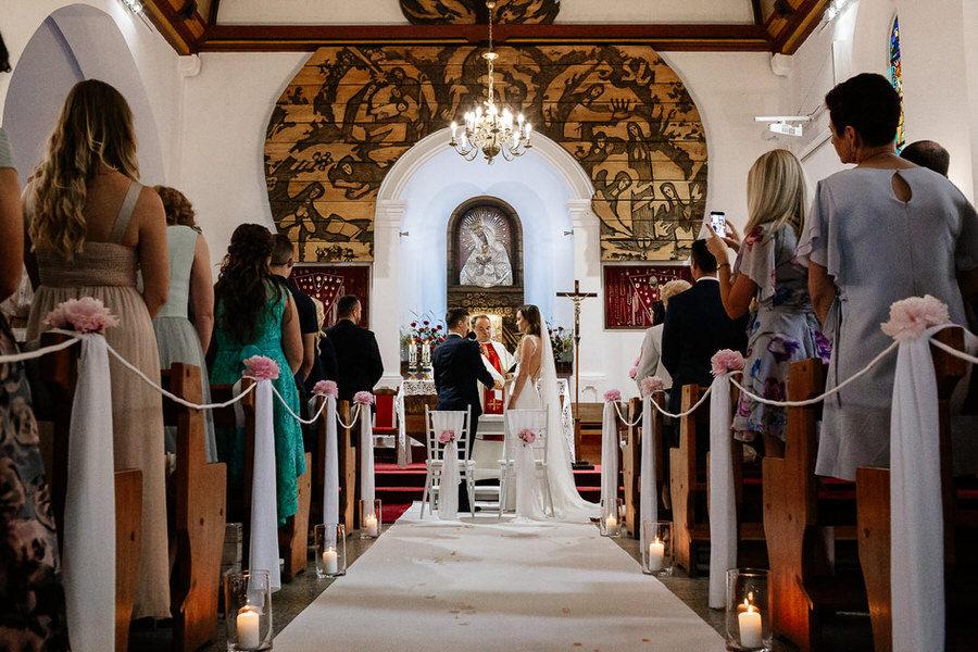 elegancki ślub w kościele