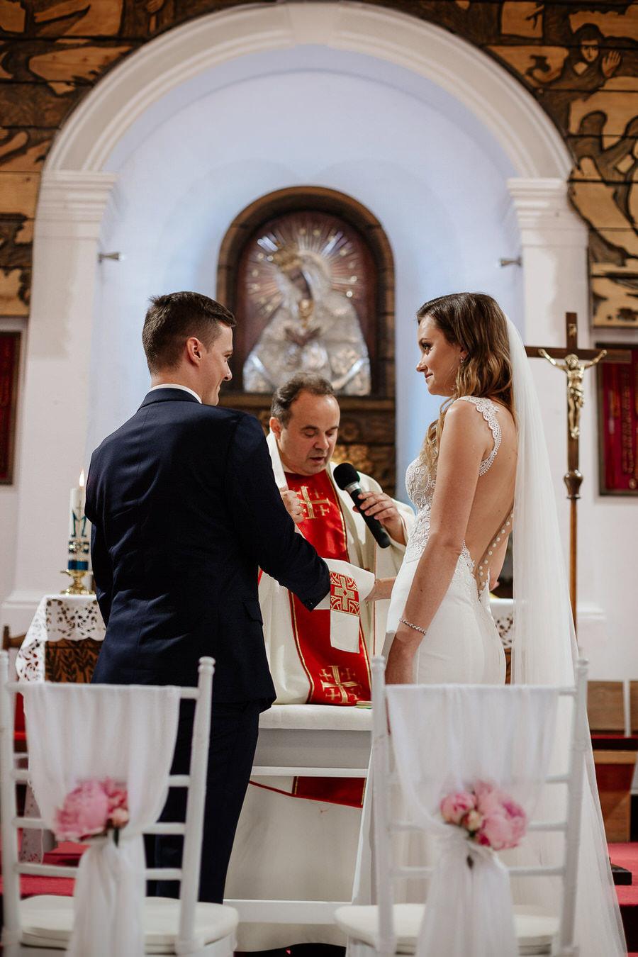 ceremonia ślubna w kościele zdjęcia