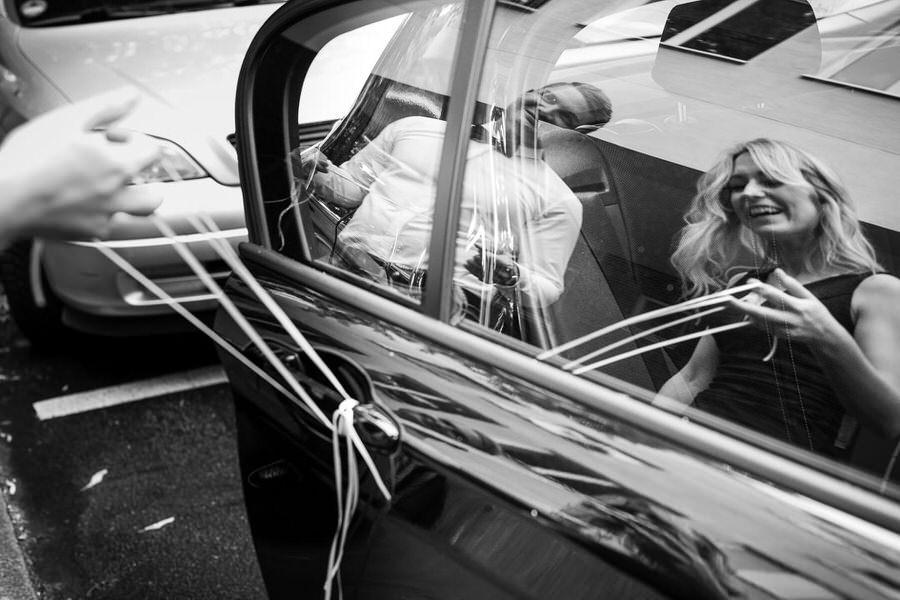 reportaż ślubny dekoracja samochodu