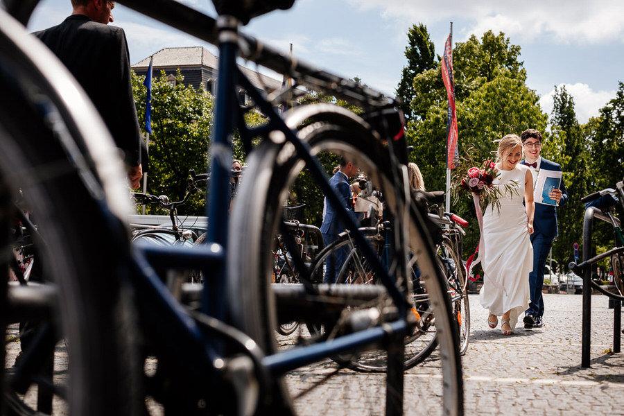Ślub w Berlinie - para młoda i rowery