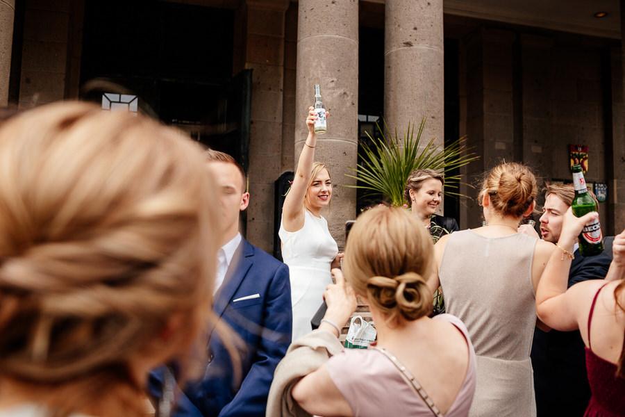 Miejskie wesele na luzie w Berlinie - ślub w klimacie industrialnym