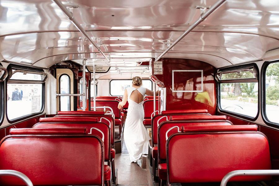 Miejskie wesele na luzie w Berlinie - przejazd autobusem