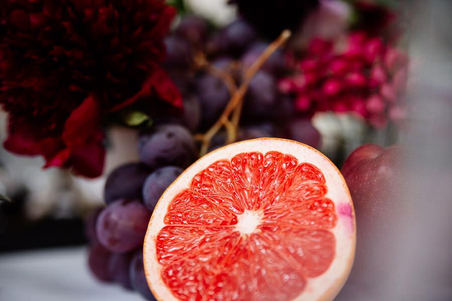 dekoracje ślubne z owoców