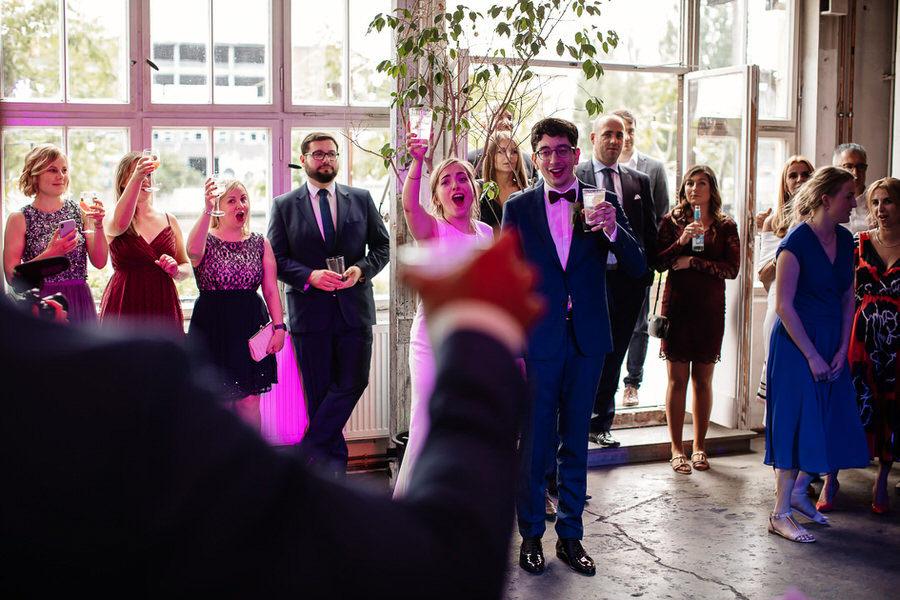 reportaż ślubny w miejskim stylu Berlin Kaos