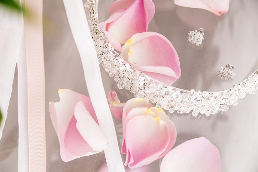 eleganckie detale ślubne panny młodej
