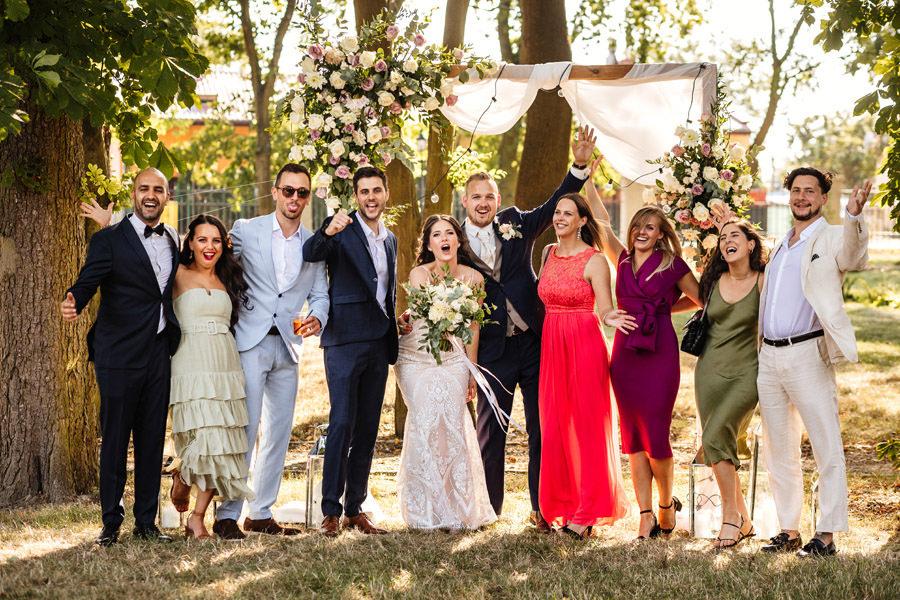 ślub w plenerze zdjęcia z gośćmi