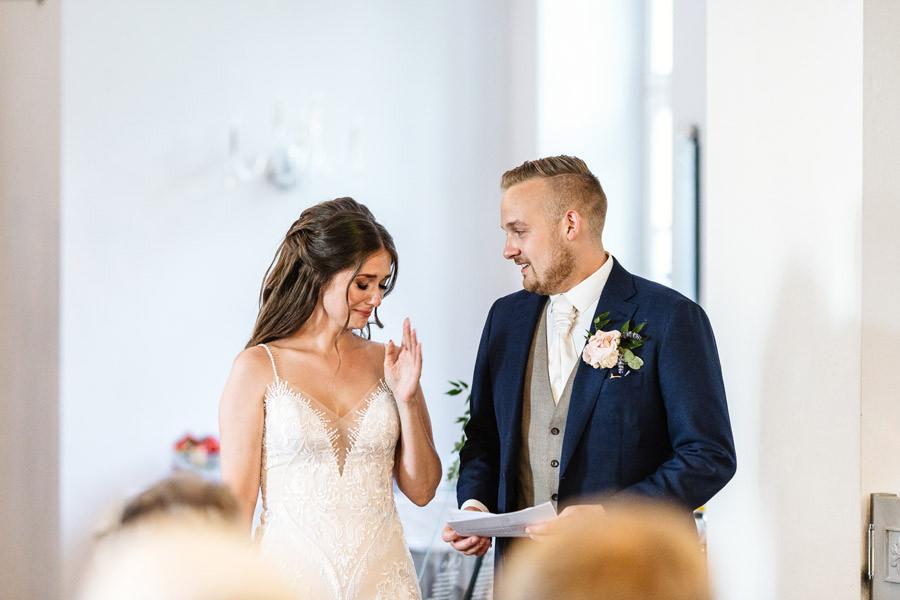 przemowa pana młodego, emocjonalne chwile w dniu ślubu
